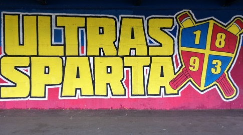 כיתוב של האולטראס מחוץ למתחם האימונים של ספרטה פראג (רז אמיר)