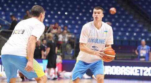 שחקני נבחרת אוקראינה מתחממים (אחמד מוררה)