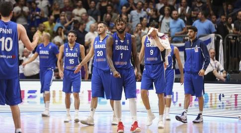 שחקני נבחרת ישראל מאוכזבים (איציק בלניצקי)
