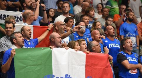 אוהדי נבחרת איטליה (נעם מורנו)