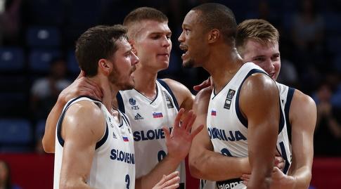שחקני נבחרת סלובניה בטירוף (רויטרס)