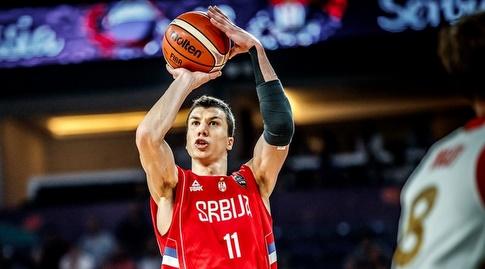 ולדמיר לוצ'יץ' זורק (FIBA)