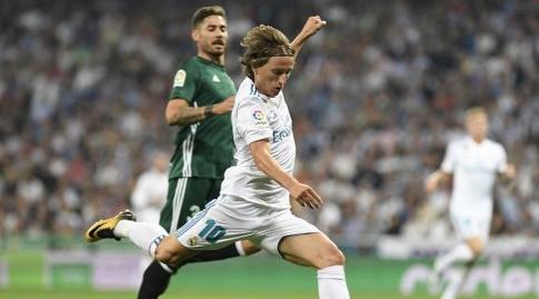 לוקה מודריץ' בועט לשער (La Liga)