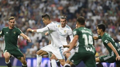רונאלדו ובייל מול הגנת בטיס (La Liga)