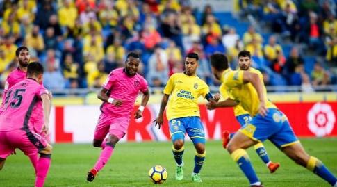 ג'ונתן ויירה מוסר בין שניים (La Liga)