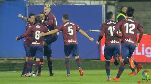 שחקני אייבר חוגגים את השער (La Liga)