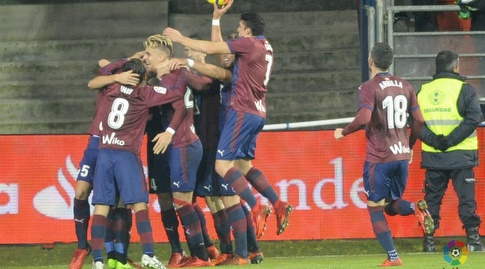 שחקני אייבר חוגגים את השני (La Liga)