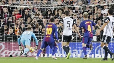 הבעיטה של מסי. חבל שאין עדיין שימוש בווידאו (La Liga)