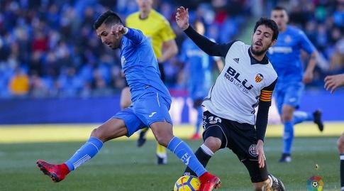 דני פארחו נלחם על הכדור (La Liga)