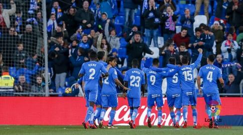 שחקני חטאפה חוגגים עם הקהל (La Liga)