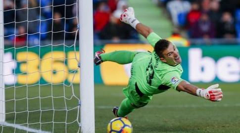 גואיטה הודף את הכדור לקורה (La Liga)