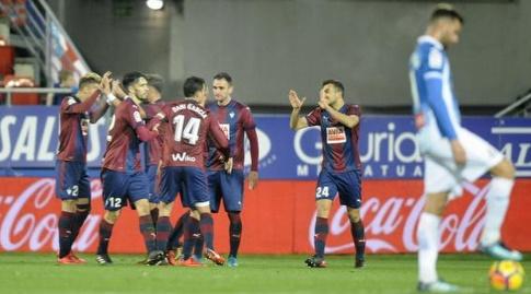 שחקני אייבר חוגגים את השלישי (La Liga)