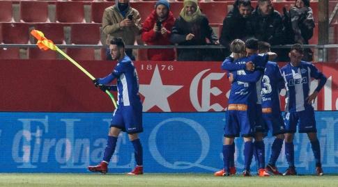 שחקני אלאבס חוגגים בסיום (La Liga)