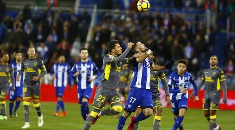 אלפונסו פדרסה נלחם על הכדור (La Liga)