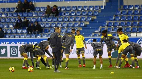 שחקני לאס פלמאס בחימום (La Liga)