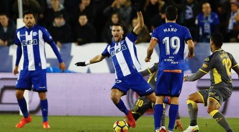 מאנו גארסיה מביט מהצד (La Liga)