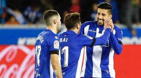 שחקני אלאבס חוגגים את השער (La Liga)