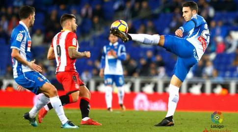 מריו הרמוסו מרחיק כדור מול פורטו (La Liga)