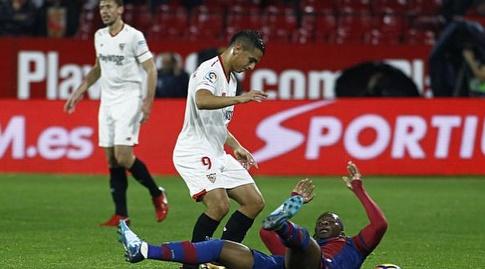 ווייסאם בן יידר מנסה לחטוף את הכדור (La Liga)