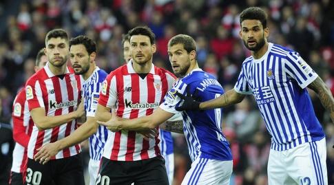 אריץ אדוריס ממתין ברחבה בעת כדור קרן (La Liga)