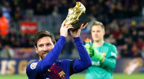 מסי מציג את נעל הזהב שלו לפני שריקת הפתיחה (La Liga)