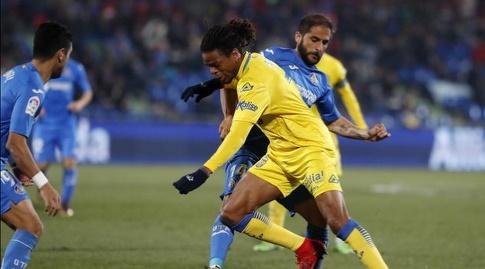 לואיק רמי מנסה לעצור את סרחיו מורה (La Liga)