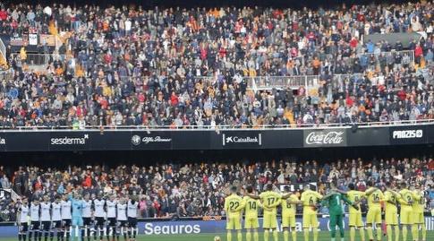 שחקני שתי הקבוצות לפני שריקת הפתיחה במסטאייה (La Liga)