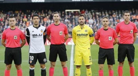 פארחו וגספאר עם צוות השיפוט לפני שריקת הפתיחה (La Liga)