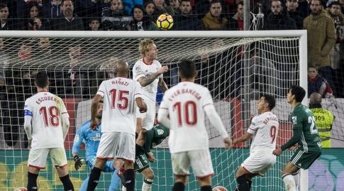 סיימון קיאר נוגח את השער (La Liga)