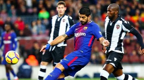 סוארס מחמיץ מתוך הרחבה (La Liga)