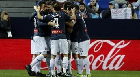 שחקני אספניול חוגגים את השער (La Liga)