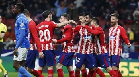 שחקני אתלטיקו מדריד חוגגים. בברצלונה מחזיקים להם אצבעות (La Liga)