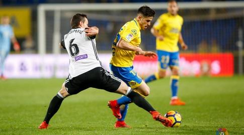 נמניה מקסימוביץ' מנסה לעצור את חיירו סאמפיירו (La Liga)