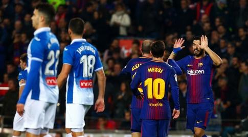 לואיס סוארס חוגג עם שחקני ברצלונה (La Liga)