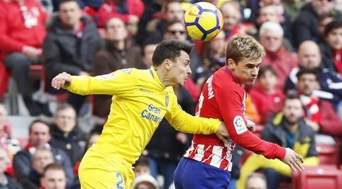 אנטואן גריזמן קופץ לנגיחה (La Liga)