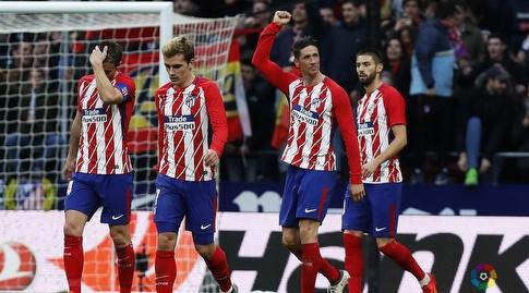 פרננדו טורס חוגג עם חבריו (La Liga)