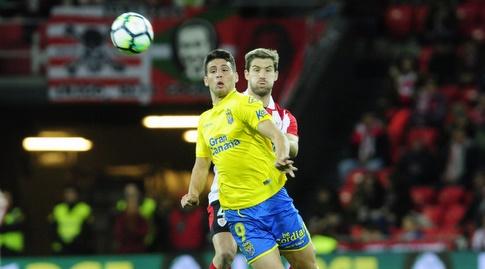 ג'ונתן קאלרי שומר על הכדור (La Liga)