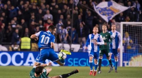 פלורין אנדונה וג'ורדי אמאטנאבקים על הכדור (La Liga)