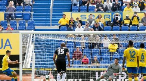 ג'ונתן קאלרי כובש מהנקודה הלבנה (La Liga)