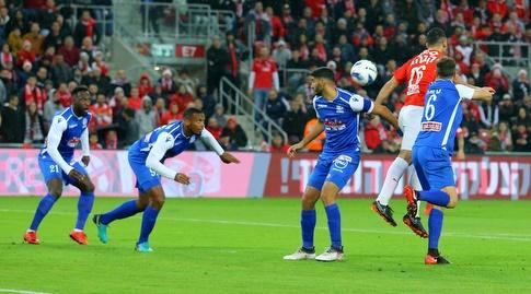 מרוואן קבהא עולה לכדור גובה (מרטין גוטדאמק)