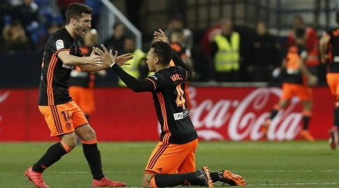 שחקני ולנסיה חוגגים את היתרון (La Liga)