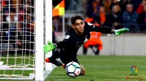 יאסין בונו מזנק לכדור (La Liga)