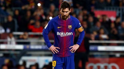 ליאו מסי מתכונן לבעיטה חופשית (La Liga)