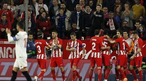 שחקני אתלטיקו חוגגים את שער היתרון (La Liga)