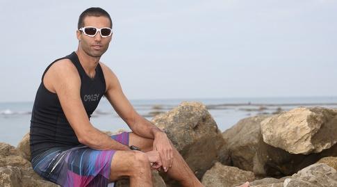 גל פרידמן על חוף ימה של קיסריה (רדאד ג'בארה)