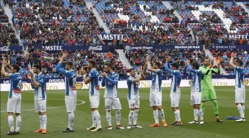 שחקני אספניול לפני הפתיחה (La Liga)