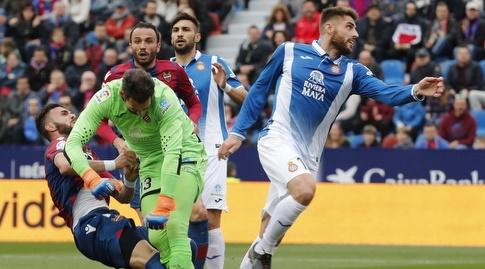 רגע ההתנגשות בין דייגו לופס לסאדיקו (La Liga)