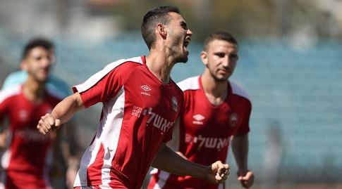 יואב תומר חוגג במדי קבוצת הנוער של רעננה (רדאד ג'בארה)