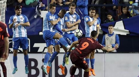 סוארס לוקח בעיטה חופשית (La Liga)