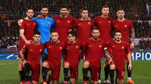 שחקני רומא בפתיחת המשחק (רויטרס)